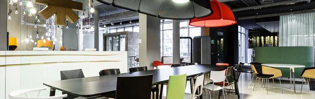 Inspiracje aranżacji biur w nowym showroomie Kinnarps