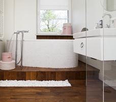 Łazienka z wanną i prysznicem - styl nowoczesny